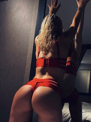 Myrtille live escorts