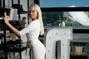 Mellia escort girl